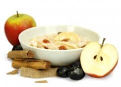 apple and cinnamon porridge - cinnamon, acacia honey, oats, cinnamon spiced raisins and apple